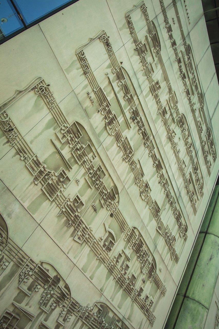 Оформление фасадов библиотеки
