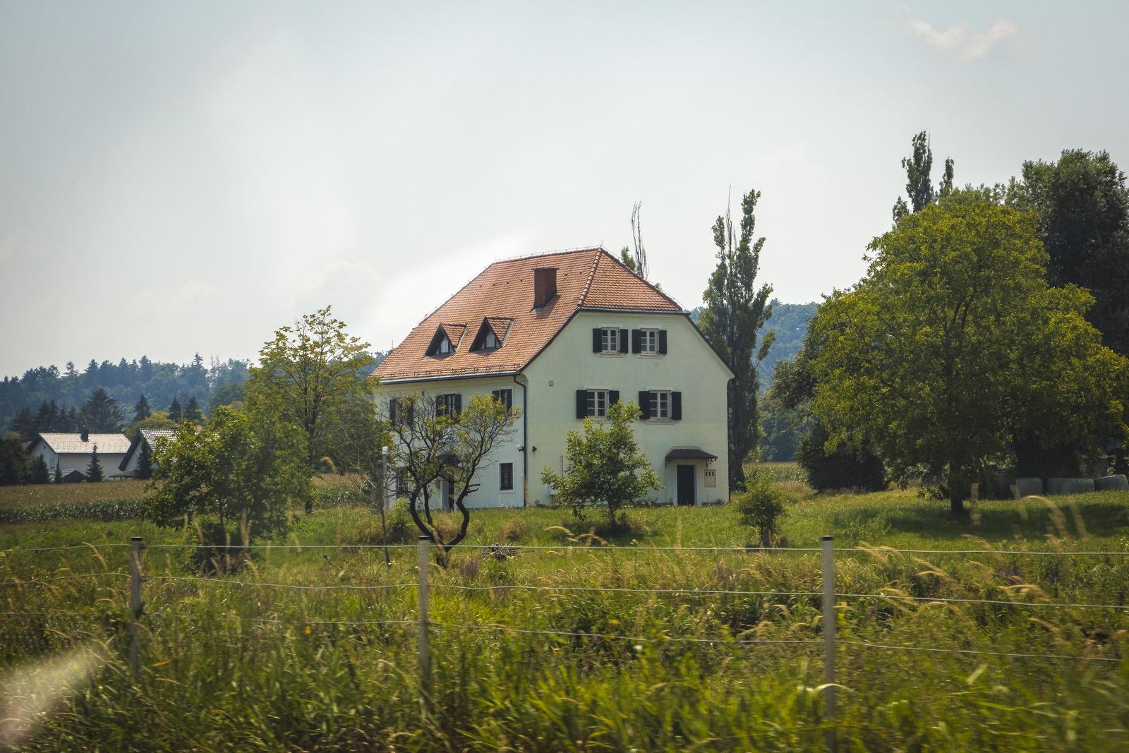 Словения. Домики.