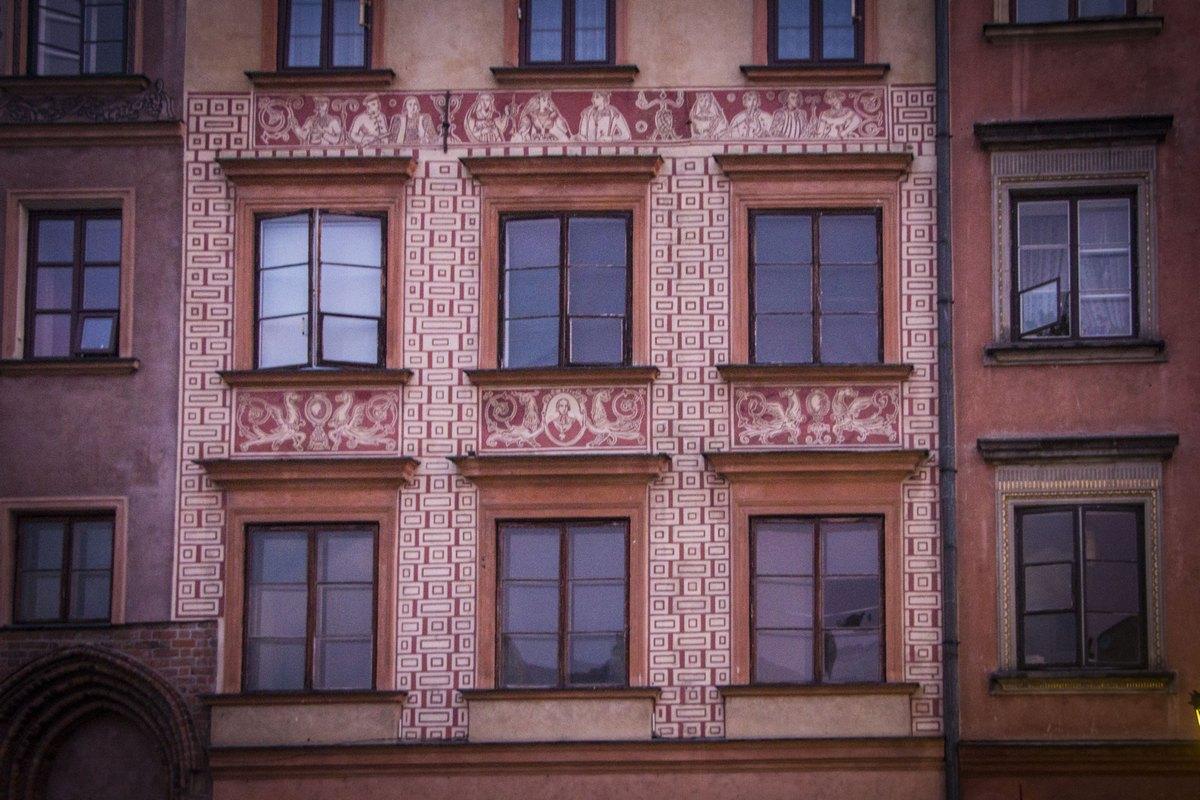Фасады зданий очень красивые