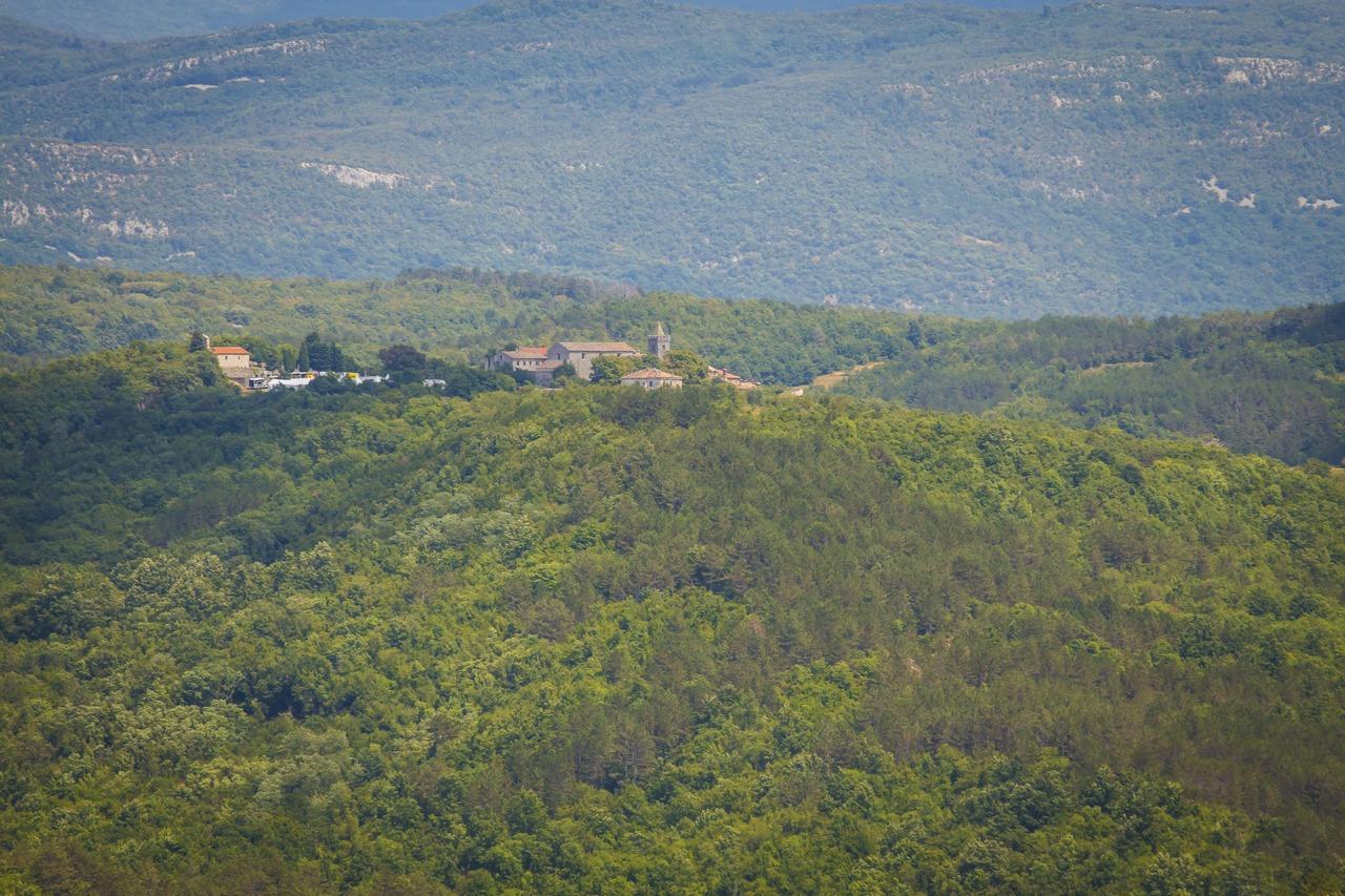 Хум на вершине холма. Хорватия