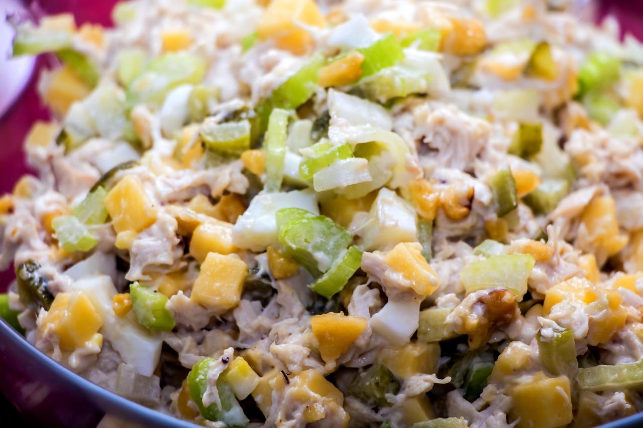 Салат из курицы с сельдереем