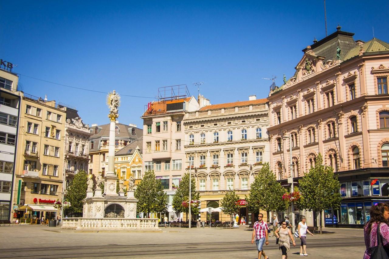 Площадь Свободы, образованная пересечением трех торговых путей.