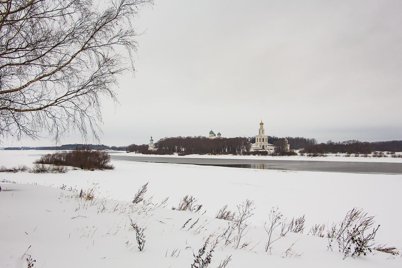 Юрьев Монастырь через Волхов, Новгород